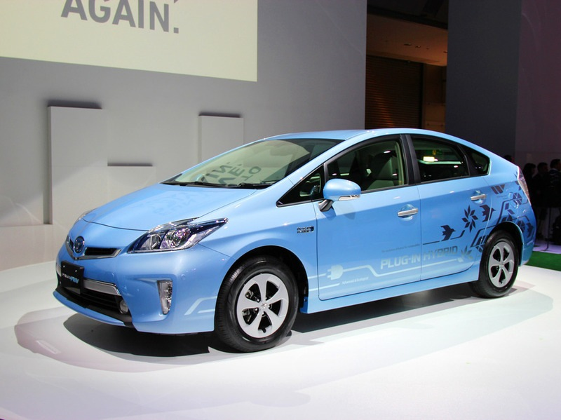 Концерн Toyota готов начать продажи гибридной модификации Prius, способной подзаряжаться от бытовой электросети.