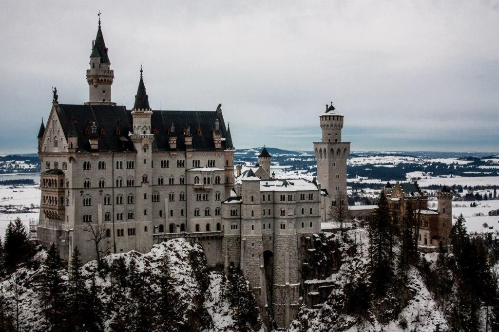 Вид на замок Нойшванштайн, Германия