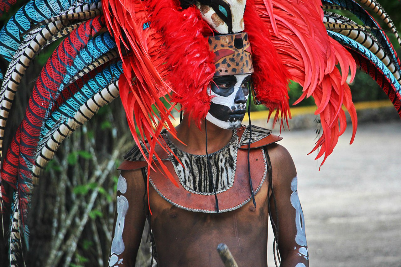 the mayan indians of mexico Mayan indians the mayan indians lived mainly on or near the yucatan peninsula this region had many volcanic mountains or highlands in the south and the lowlands in the central and northern regions.