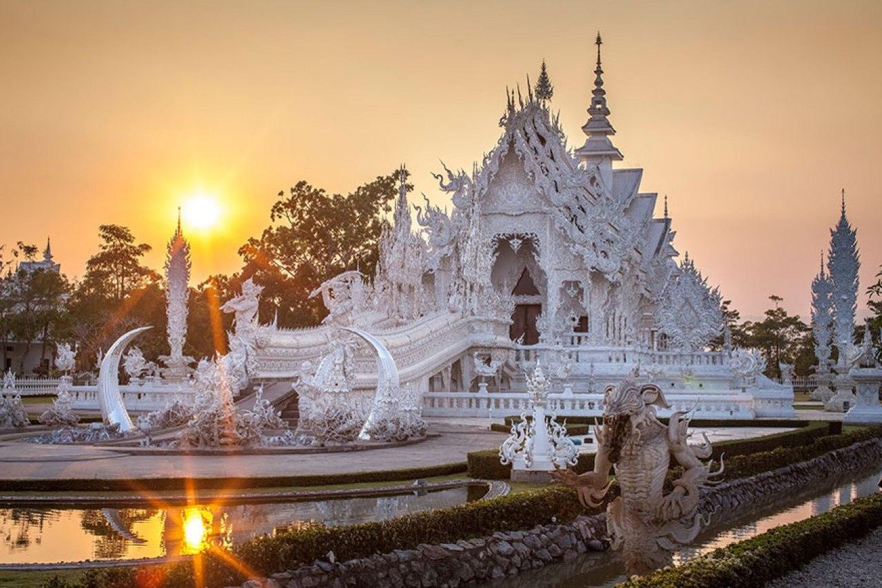 Белый храм в городе Чианграй, Таиланд