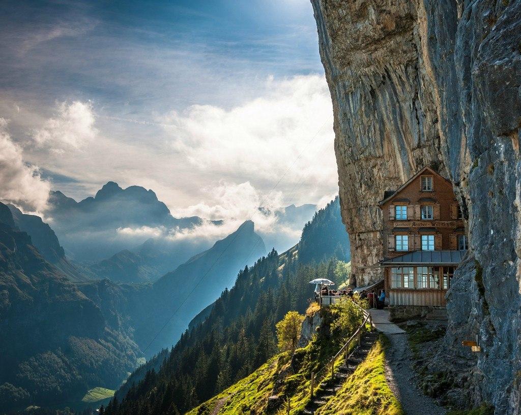 Самый известный отель в Швейцарских Альпах - Berggasthaus Aescher