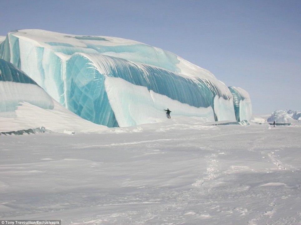 Замерзшая волна в антарктиде
