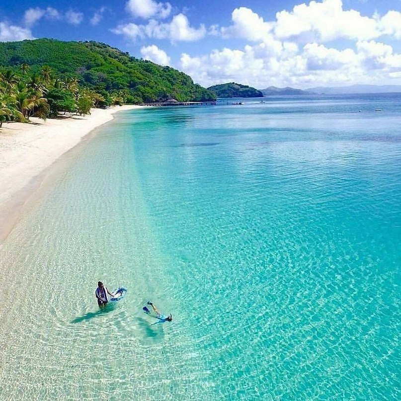 Чистая вода у острова Фиджи