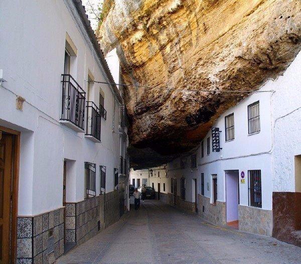 Город под скалой, Сетениль-де-лас-Бодегас, Испания