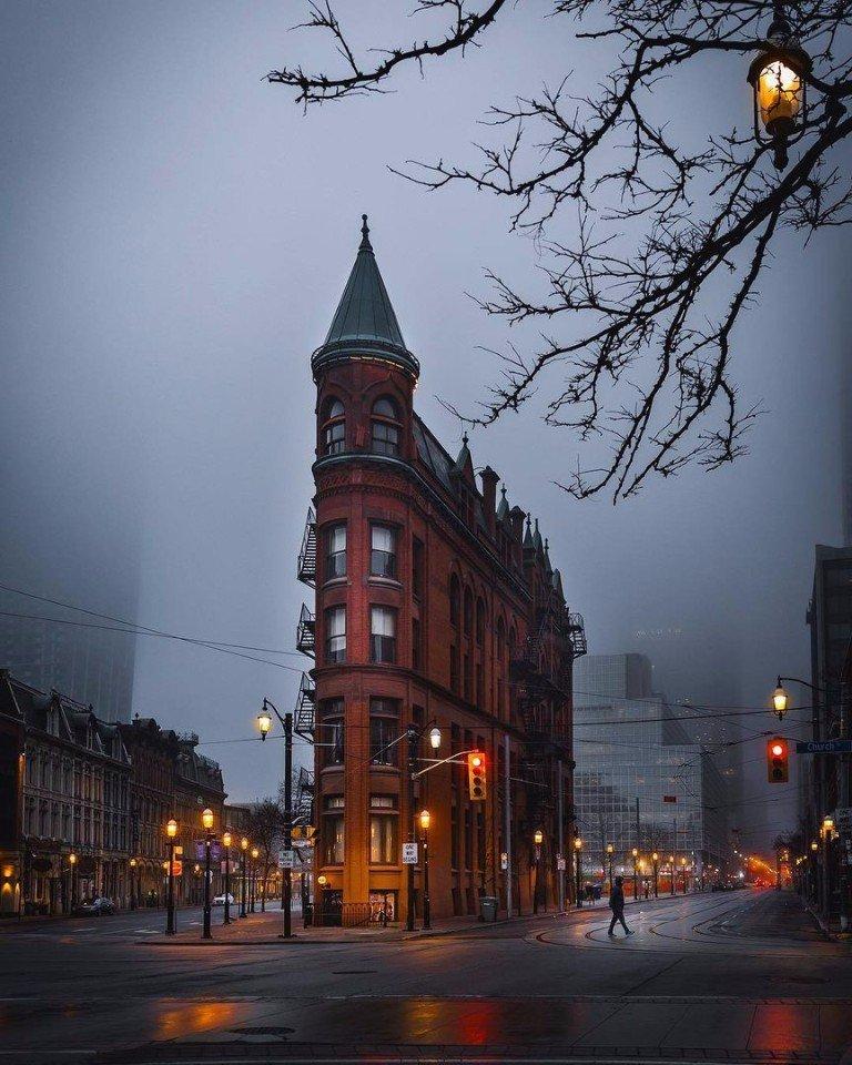 Торонто наполнен мрачностью, но до боли красивой